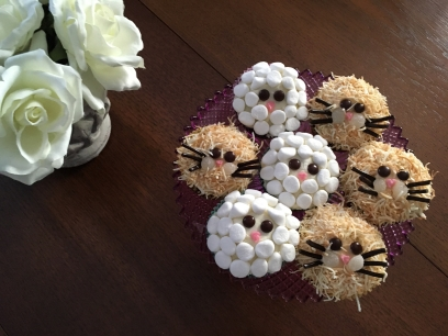 These adorable cupcakes look good enough to eat.