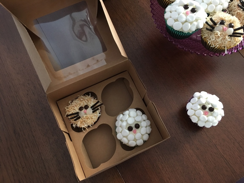These handy cupcake boxes come flat packed and make a great way to transport cupcakes for gifting.