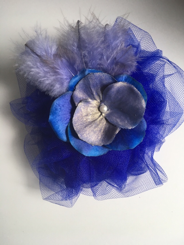 This is what the finished fascinator looks like.